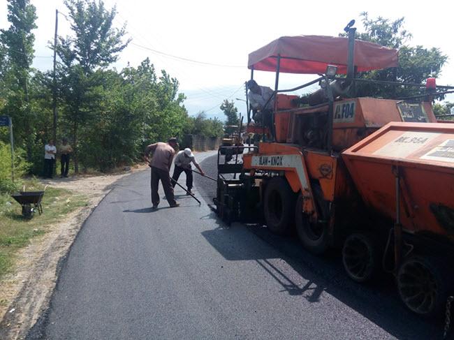 اجرای روکش آسفالت ۱۲۰۰ متر از مسیر اصلی گیلاکجان