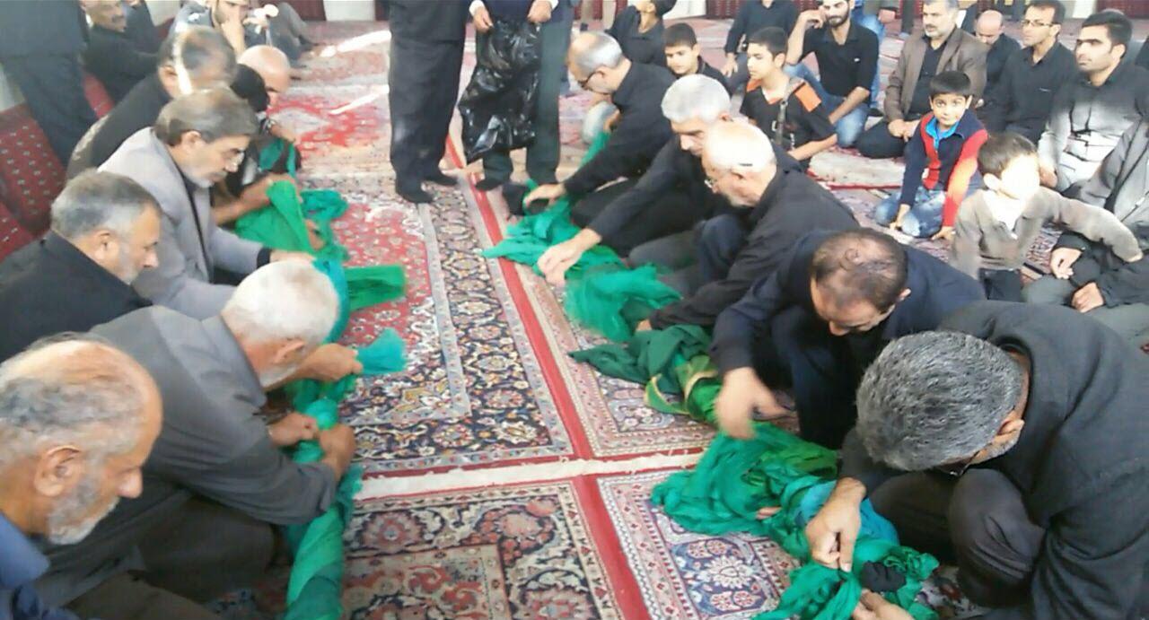 مراسم عَلَم وَچینی ظهر عاشورای ۹۴ / مسجد جامع گیلاکجان
