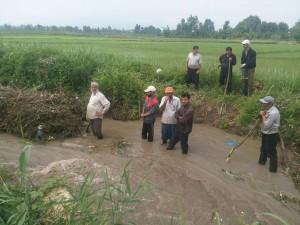 همت و تلاش کشاورزان گیلاکجانی در پاکسازی نهرهای کشاورزی 7 خرداد