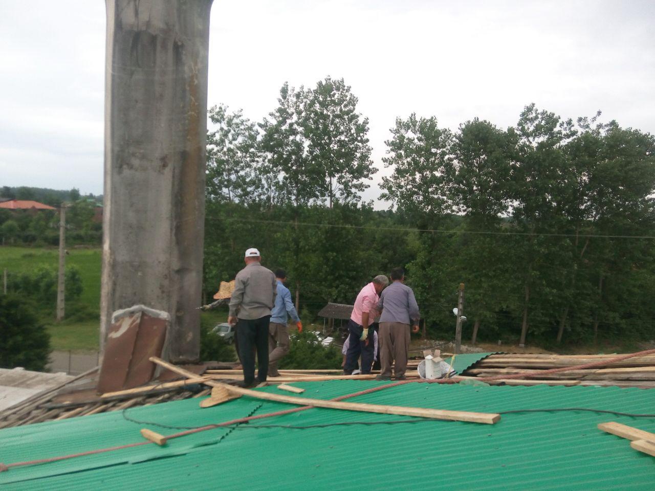 همت گیلاکجانیها در بازسازی سقف مسجد جامع گیلاکجان