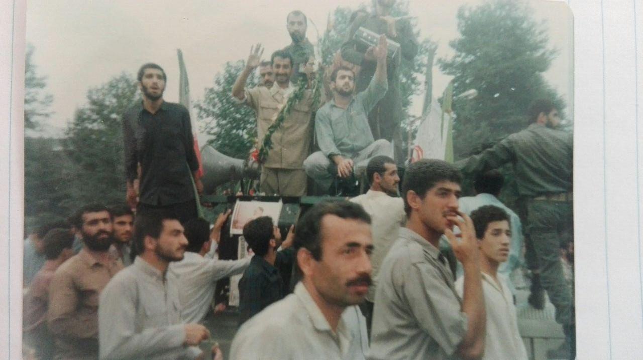 تصاویر بازگشت سرافرازانه آزاده عزیز حاج حسین طاهری گیلاکجانی به وطن در سال ۱۳۶۹