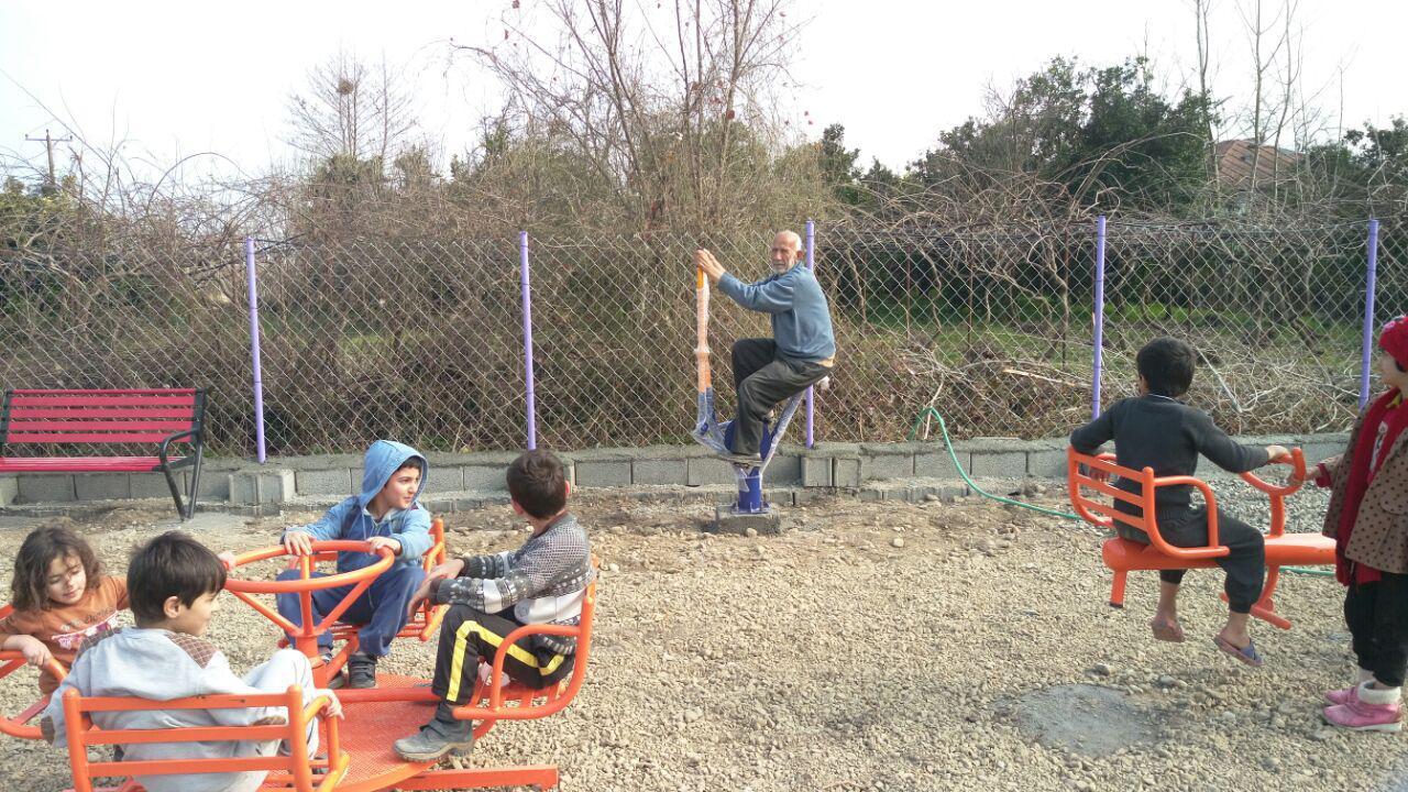 احداث پارک کودک در گیلاکجان و ایجاد فضایی برای تفریح و ورزش